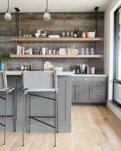 Cinza é o novo branco na cozinha